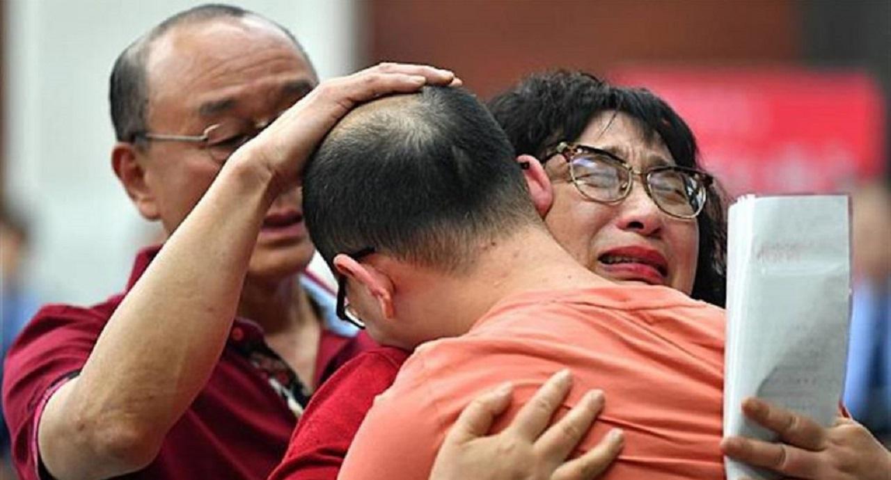 صحنه به آغوش کشیدن کودک ربوده شده پس از ۳۲ سال! +فیلم