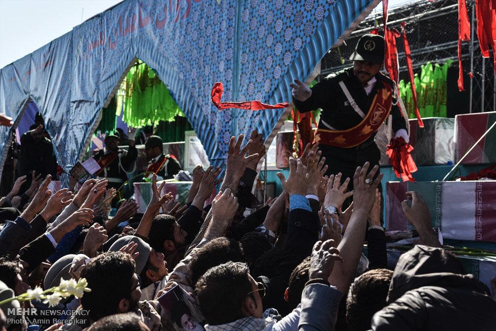 گزارش تصویری: تشییع شهدای گمنام هشت سال دفاع مقدس در شیراز