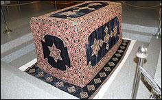اسرار نهفته صندوق روی قبر مطهر امام رضا (ع) چیست؟