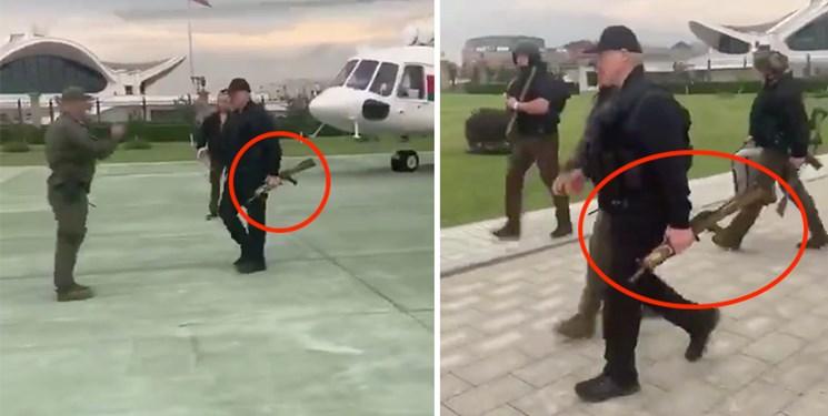 آقای رئیس جمهور با جلیقه ضد گلوله و اسلحه در خیابان +عکس
