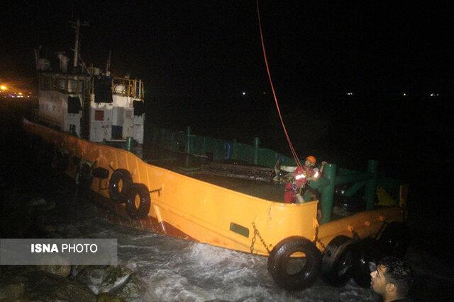 نجات جان ۹ دریانورد گرفتار شناورهای به گل نشسته +عکس