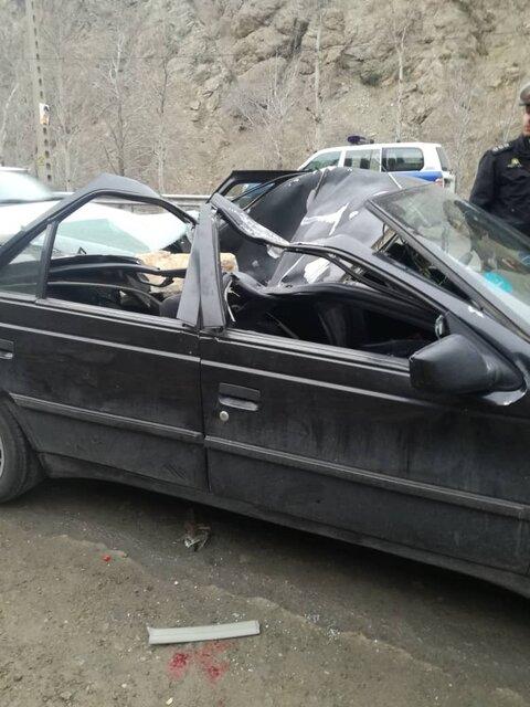 سقوط سنگ بر روی خودرو در جاده چالوس جان یک نفر را گرفت