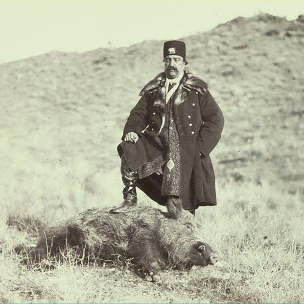 ژست ناصرالدین شاه پس از شکار گراز