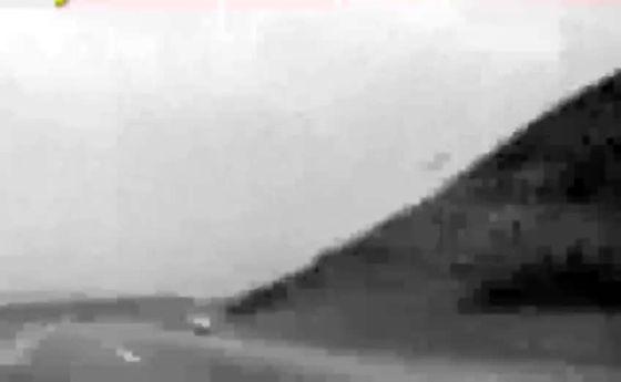 لحظه وحشتناک واژگونی پراید در شانه خاکی جاده +فیلم